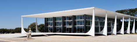 STF nega pedido de Bolsonaro para barrar decretos de DF, BA e RS sobre medidas de isolamento