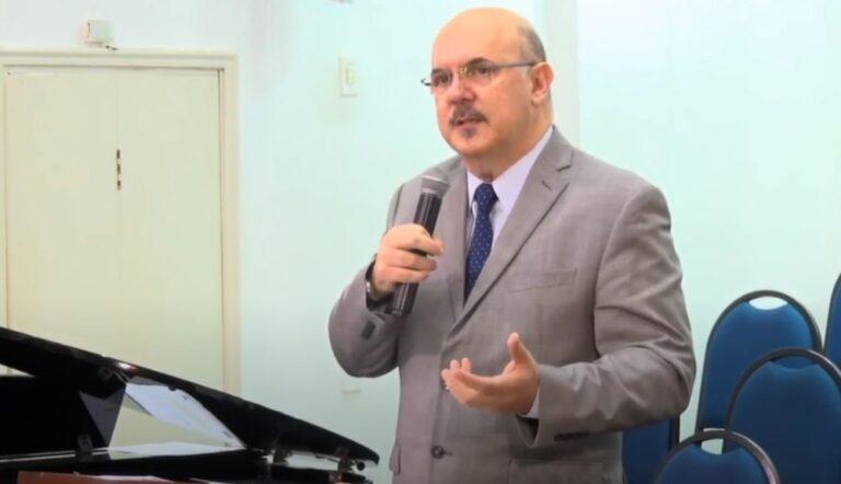 """Em vídeo, novo Ministro da Educação defende impregar """"dor"""" na educação de crianças"""