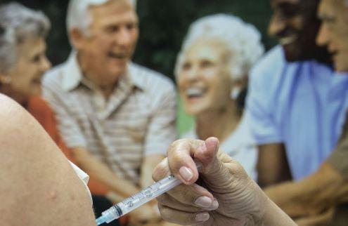 Agência dos EUA recomenda uso emergencial de vacina da Pfizer contra Covid-19
