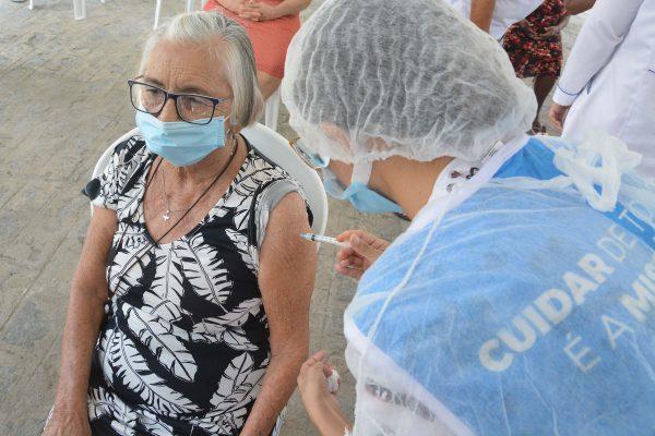 Em João Pessoa, idosos de instituições de longa permanência comemoram segunda dose da vacina contra a Covid-19