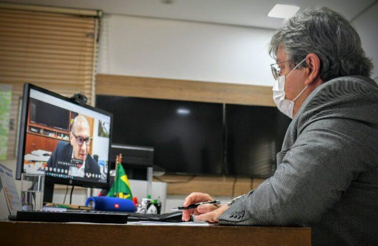 João Azevêdo se reúne com ministro da Saúde e projeta vacinação contra Covid- 19 de todo grupo prioritário no primeiro semestre