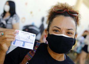Emoção e esperança marcam primeiro dia de vacinação dos trabalhadores da educação de João Pessoa contra a Covid-19