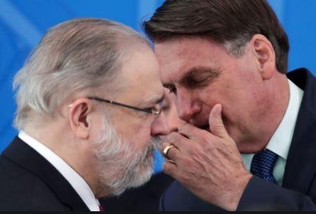 Cotado para vaga no STF, Aras rejeita investigar Bolsonaro sobre cheques de R$ 89 mil a Michelle