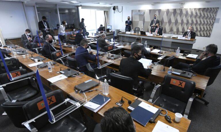 CPI ouve ex-diretor do Ministério da Saúde acusado de pedir propina