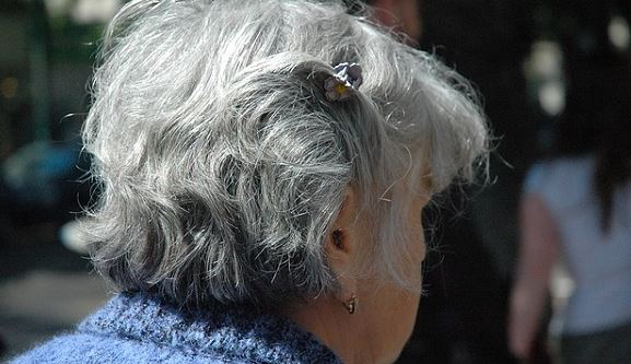 Dia das Mães: promotora lembra que abandono de idosos é crime e apela para consciência de famílias