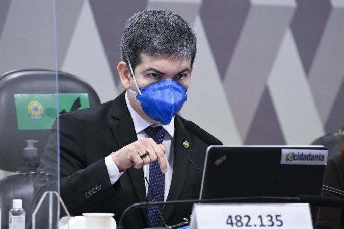 Randolfe Rodrigues apresenta hoje notícia-crime contra Bolsonaro