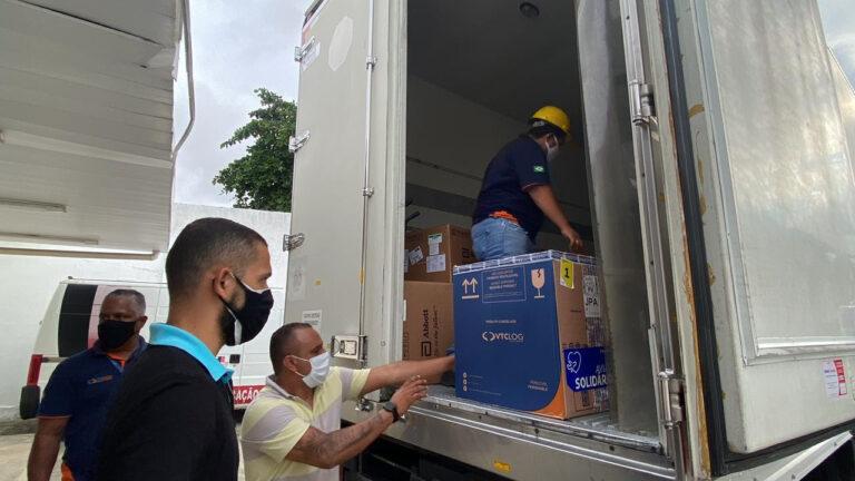 Paraíba distribui 128.650 doses de vacina contra covid-19 e mais de 107 mil pessoas devem completar esquema vacinal
