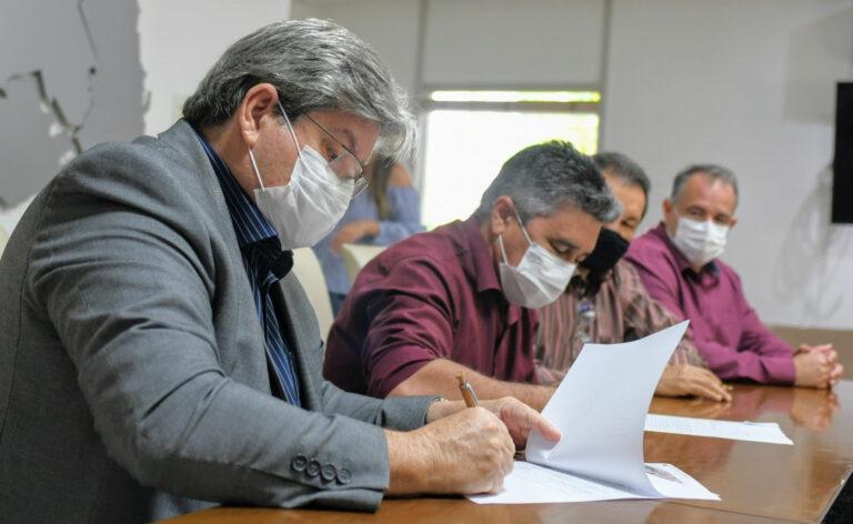 Governador João Azevêdo assina carta de intenções para implantação do Procase II e anuncia novas ações para fortalecer a agricultura familiar