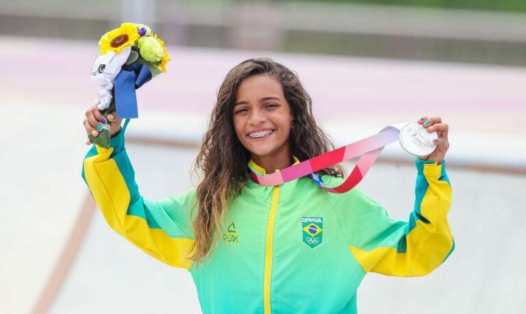 Rayssa Leal, a Fadinha, ganha medalha de prata no skate street em Tóquio 2020