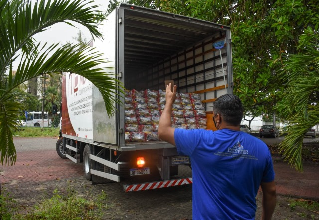Governo da Paraíba inicia entrega de 254 mil cestas básicas para estudantes da Rede Estadual de Ensino