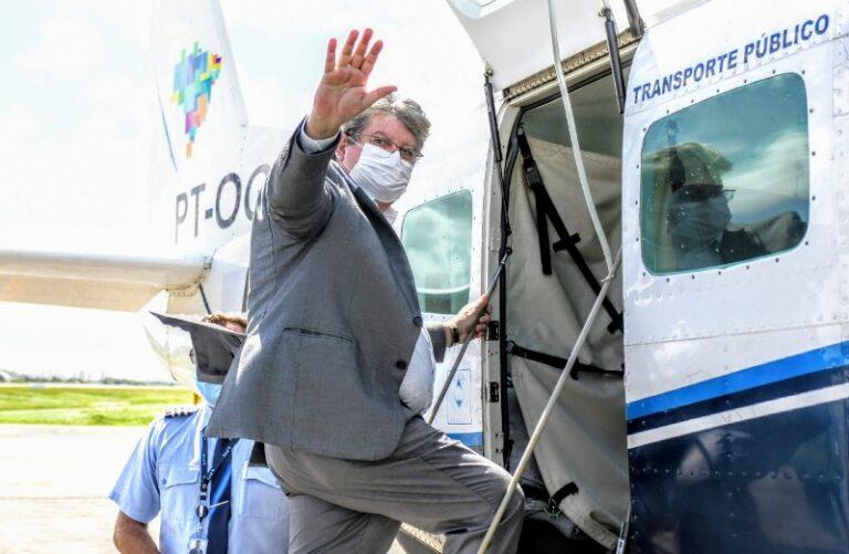 Governador João Azevêdo participa de voo inaugural  histórico da Azul no Sertão paraibano