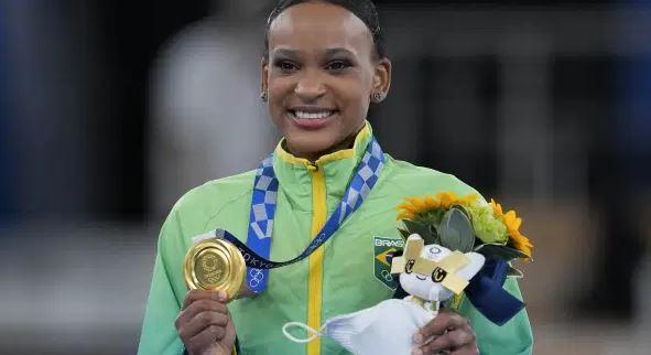 Rebeca Andrade leva ouro no salto e é a 1ª campeã olímpica do país na ginástica
